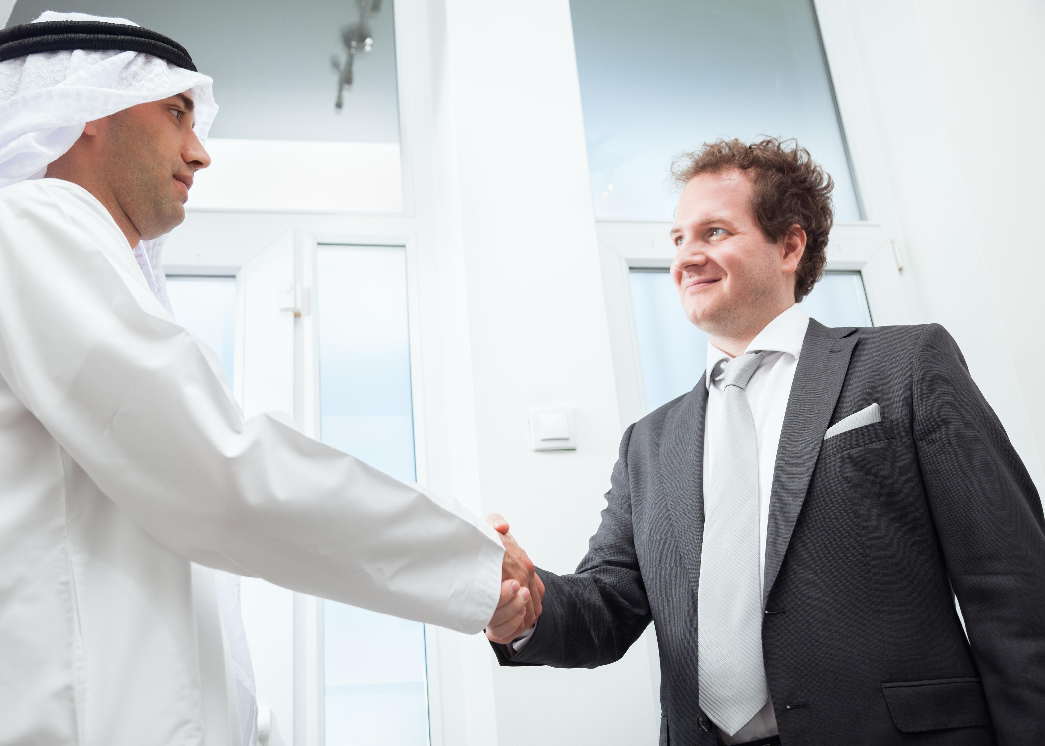 arab-man-handshake