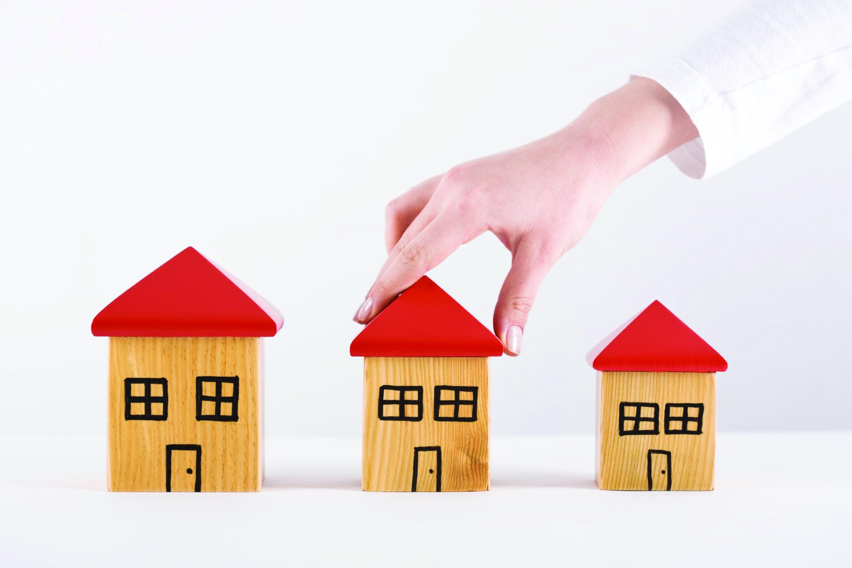 choosing-one-of-three-houses