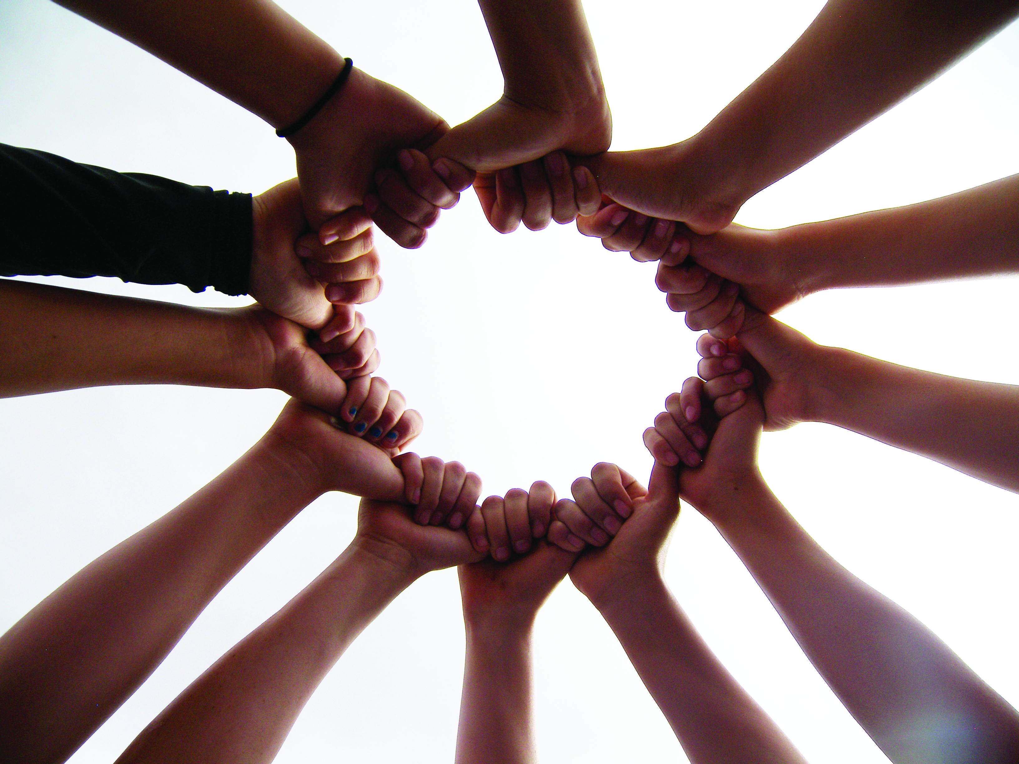 softball-circle-hands
